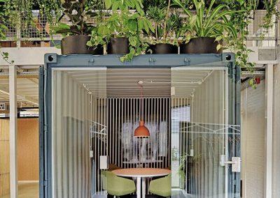 Kantoorunit met hang en staande planten